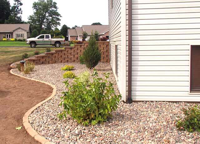 Landscaping Bushes For Wisconsin : Wisconsin landscaping and garden center will expertly plant your tree
